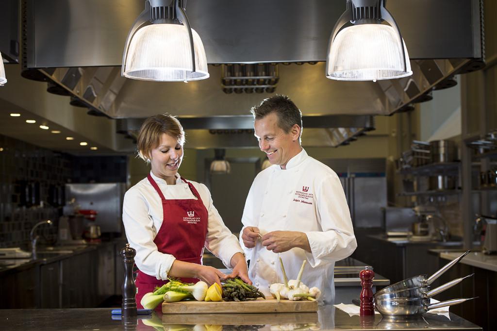 Örebro Universitet, lärare Jesper Johansson och elev Mimmi Svensson på Restaurang- och hotellhögskolan i Grythyttan, Kurskatalog, Uppdrag åt Örebro Universitet.