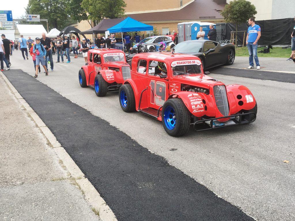 race två röda bilar (2)